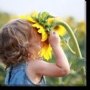 Tablou Canvas Copil cu Floarea Soarelui