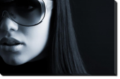 Tablou Canvas Fata cu Ochelari de Soare